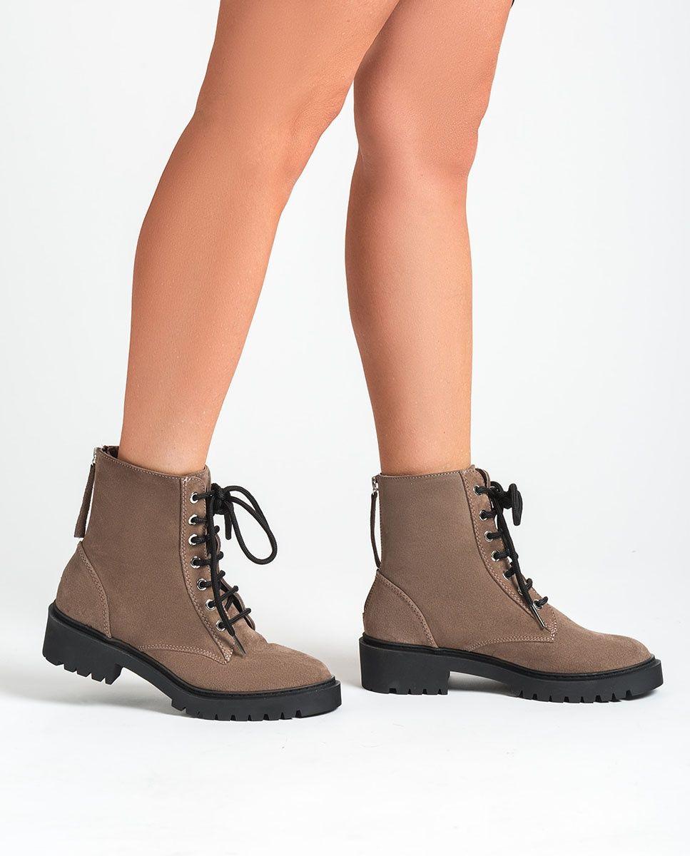 Tips Merawat Sepatu Sesuai Bahan Saat Musim Hujan