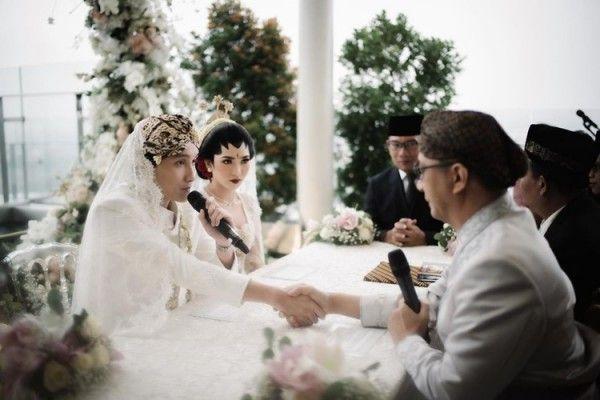 Tak Ketahuan Pacaran, 7 Artis Ini Mendadak Menikah di Tahun 2020