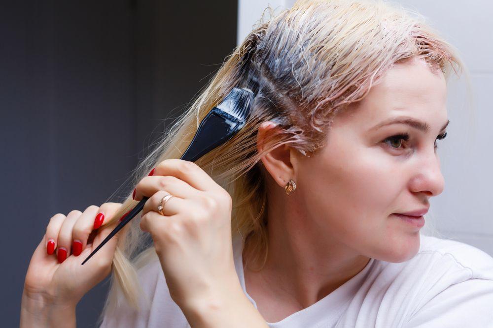 Mau Mewarnai Rambut Sendiri di Rumah? Ikuti 5 Tips Ini Yuk!