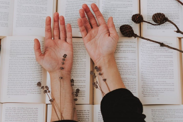 6 Cara Baca Garis Tangan untuk Tahu Peruntungan Cinta Kamu