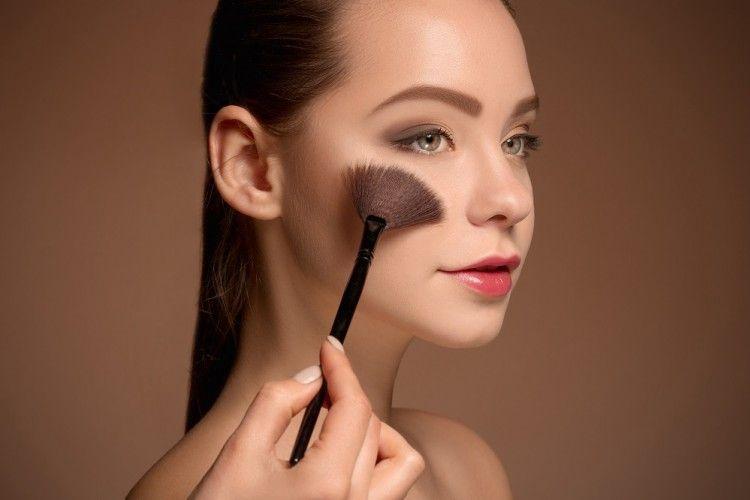 5 Trik Aplikasikan Blush On Sesuai Bentuk Wajah