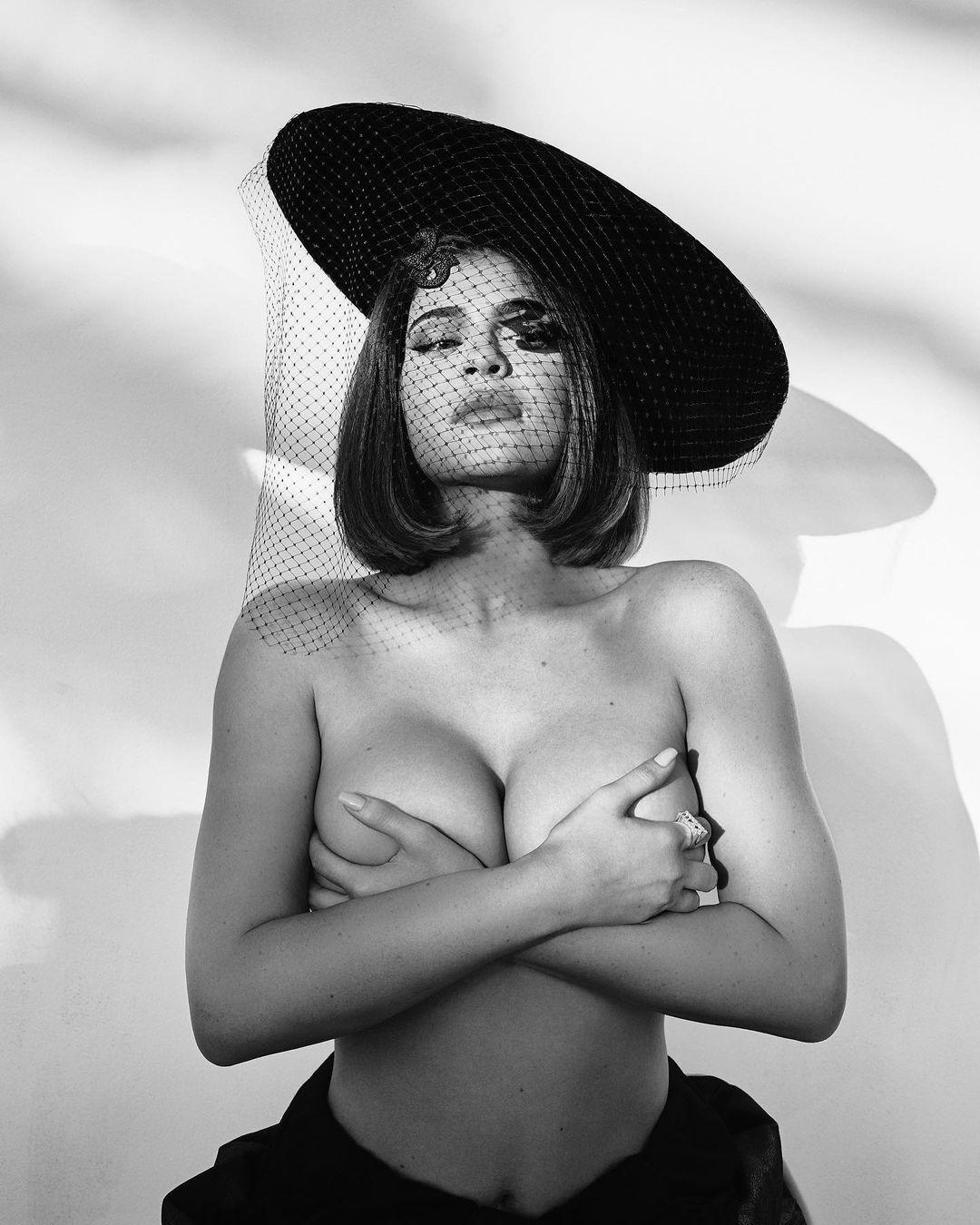 Telanjang di Medsos! Deretan Kontroversi Kylie Jenner di Tahun 2020