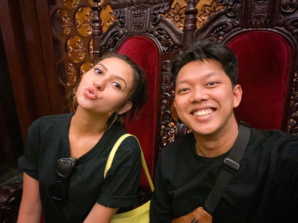 Mesra Banget! 7 Aktor Indonesia Ini Punya Kekasih Berdarah Blasteran