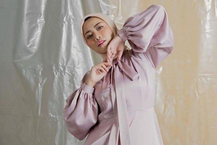 Transformasi Rachel Vennya, Terbaru Buka Hijab?