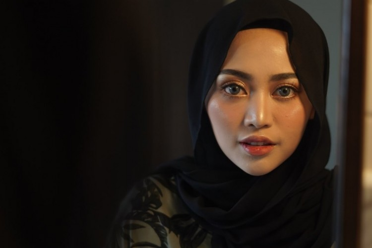 Ucapkan Hari Ibu Lewat Foto Lawas, Rachel Vennya Akan Lepas Hijab?