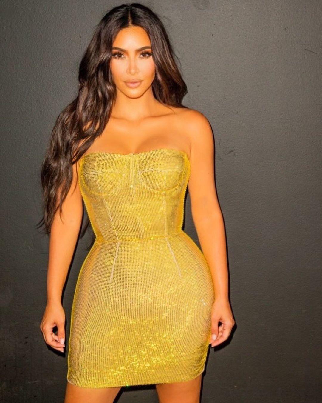9 Potret Seksi Kim Kardashian West di Tahun 2020, Makin 'Nongol'!