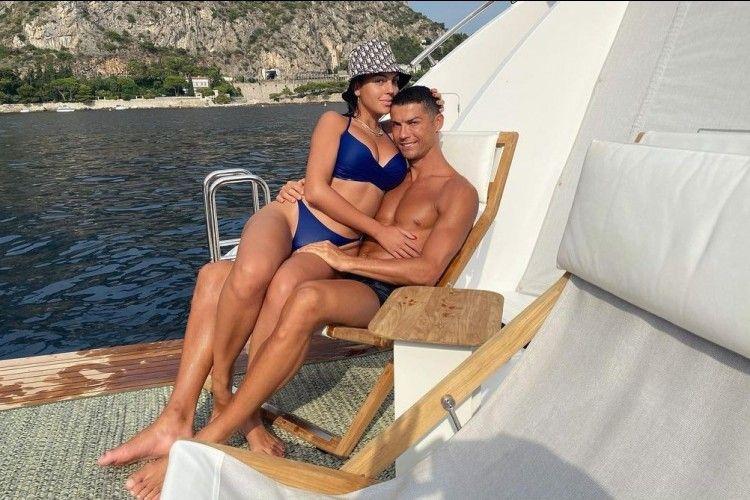 Aksi Gaya Mesra Cristiano Ronaldo dan Kekasih, Pangku hingga Cium