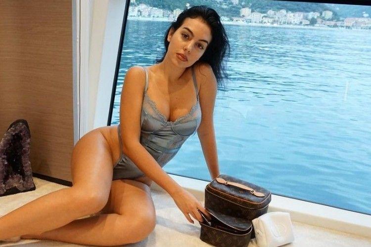 Intip Gaya Seksi Georgina Rodriguez, Kekasih Cristiano Ronaldo