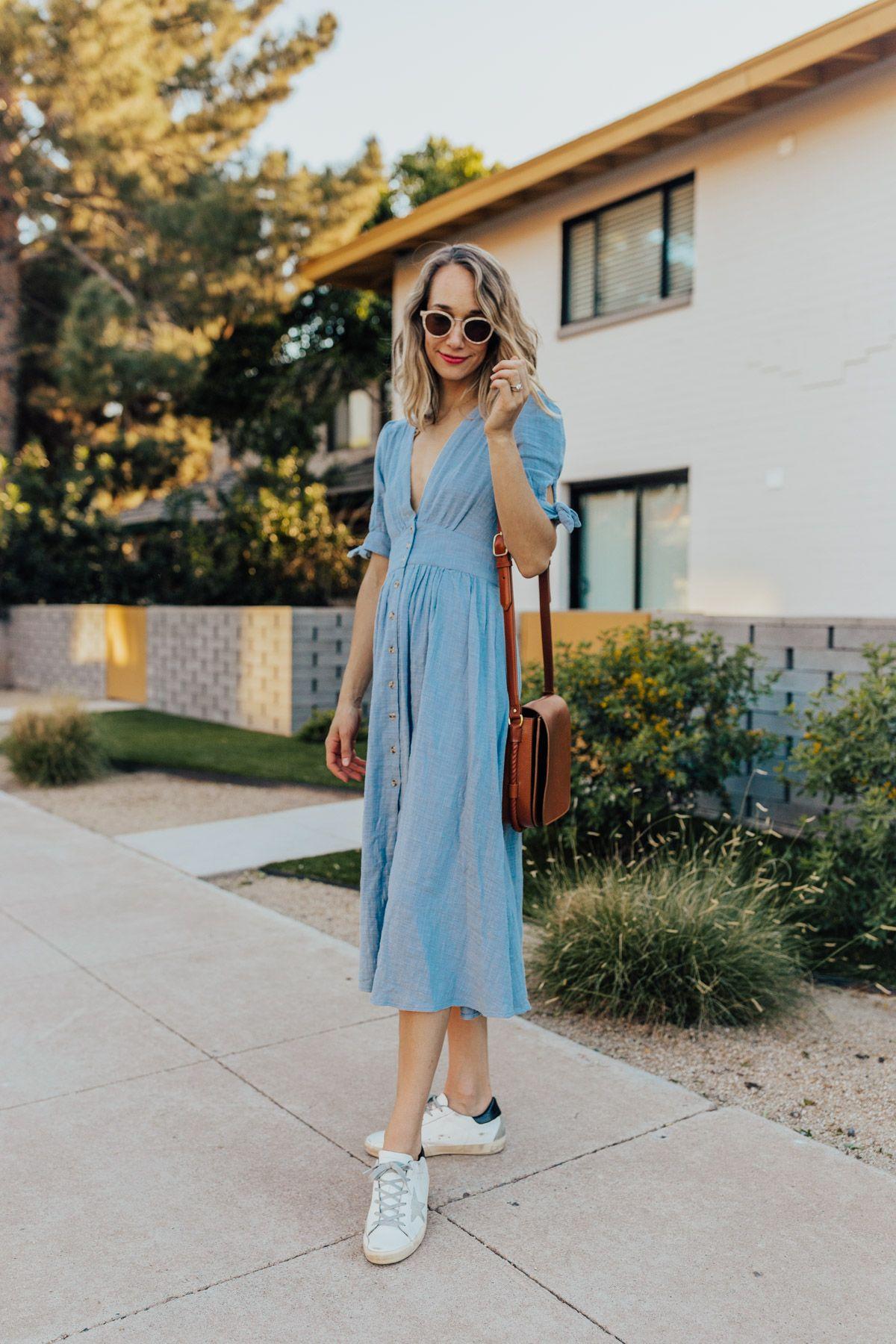 Inspirasi Gaya dengan Midi Dress Untuk Pergi ke Kantor