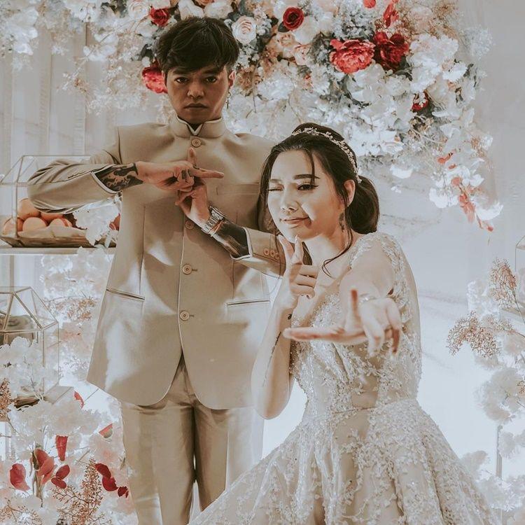 Segera Menikah, Intip 10 Momen Sangjit Reza Arap dan Wendy Walters