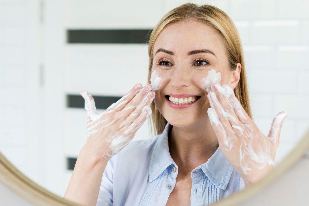 5 Tips Perawatan Wajah Usia 30 Tahun Keatas, Bikin Awet Muda!