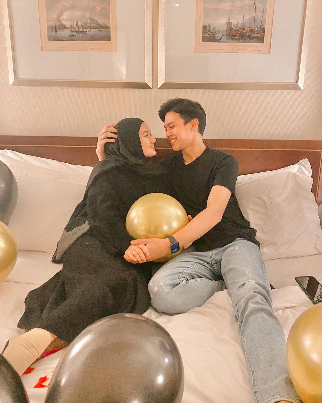 Intip Gaya Romantis Dinda Hauw & Suami, Makin Sering Pamer Kemesraan!