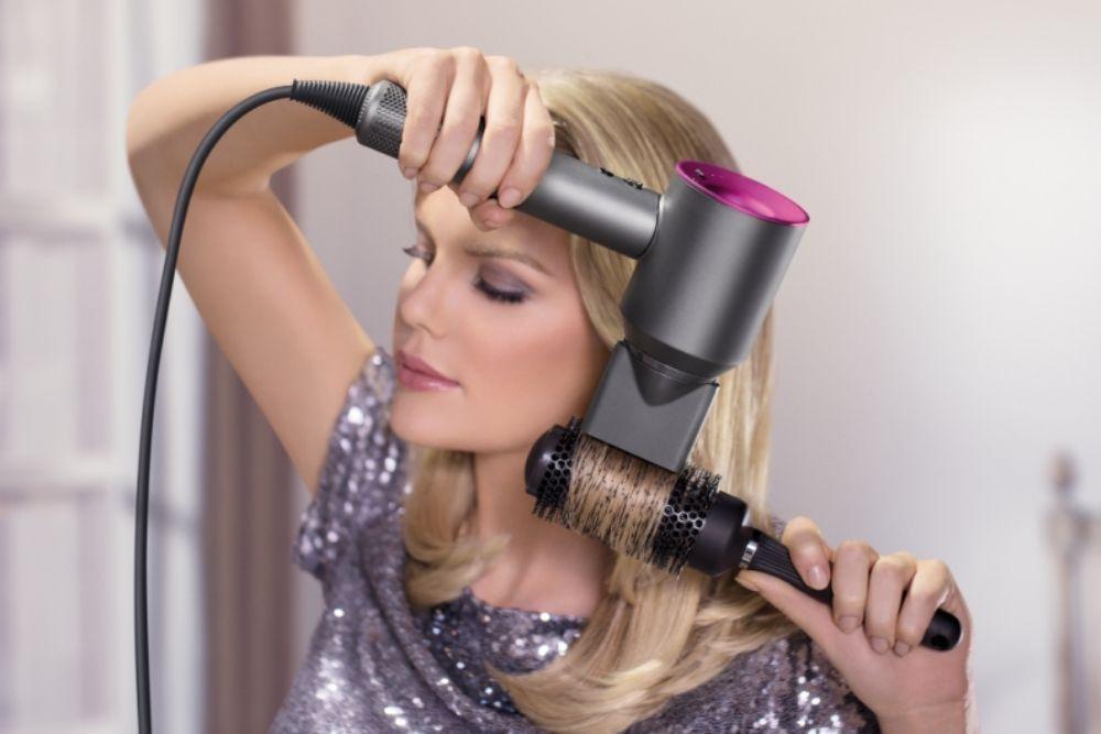 9 Cara Blow Rambut Sendiri di Rumah, Simpel dan Mudah Banget!
