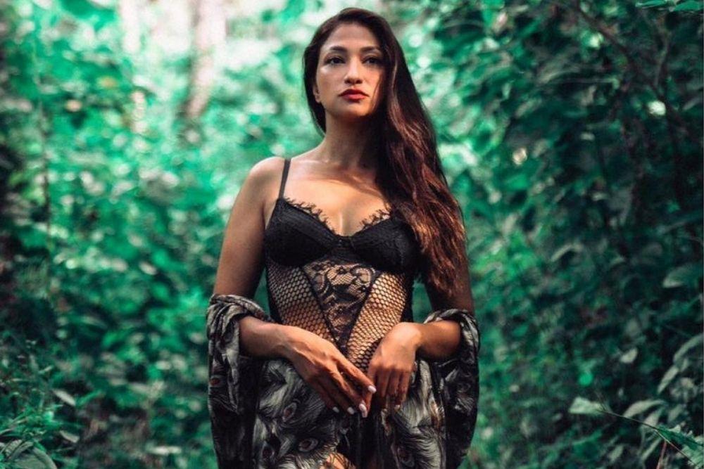 7 Pesona Rahma Azhari, Aktris Seksi yang Dinikahi Aktor Hollywood