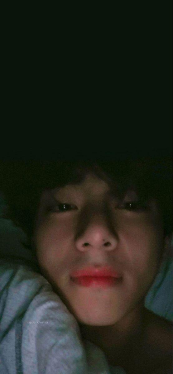 Kumpulan 14 Foto V BTS Bangun Tidur Ini Bikin Mesem-Mesem Sendiri