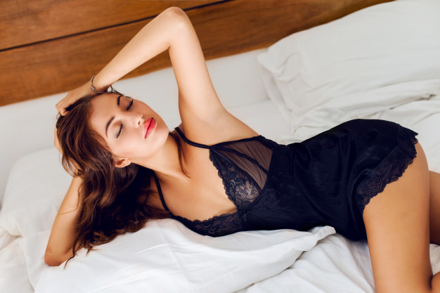 5 Alasan Posisi Spooning Jadi Favorit Saat Bercinta