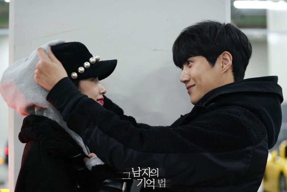 Adu Mesra, 10 Adegan Moon Ga Young bareng Cha Eun Woo vs Kim Seon Ho