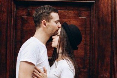 Terkenal Tertutup, Ternyata Ini Cara Pria Introvert Mencintai Pacarnya