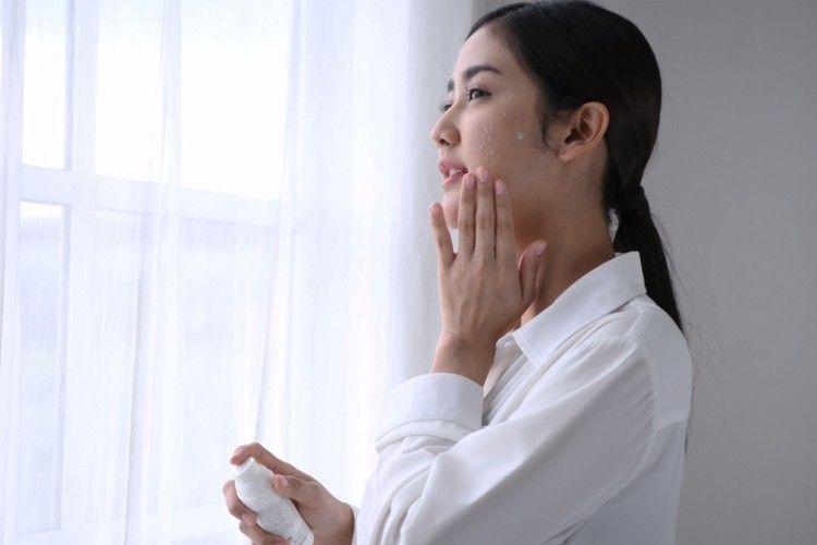 8 Manfaat Moisturizer dan Kandungan Baik untuk Skincare Kulit Wajah