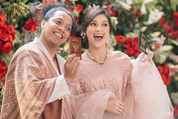 Detail Baju Pernikahan Indah Permatasari dan Arie Kriting