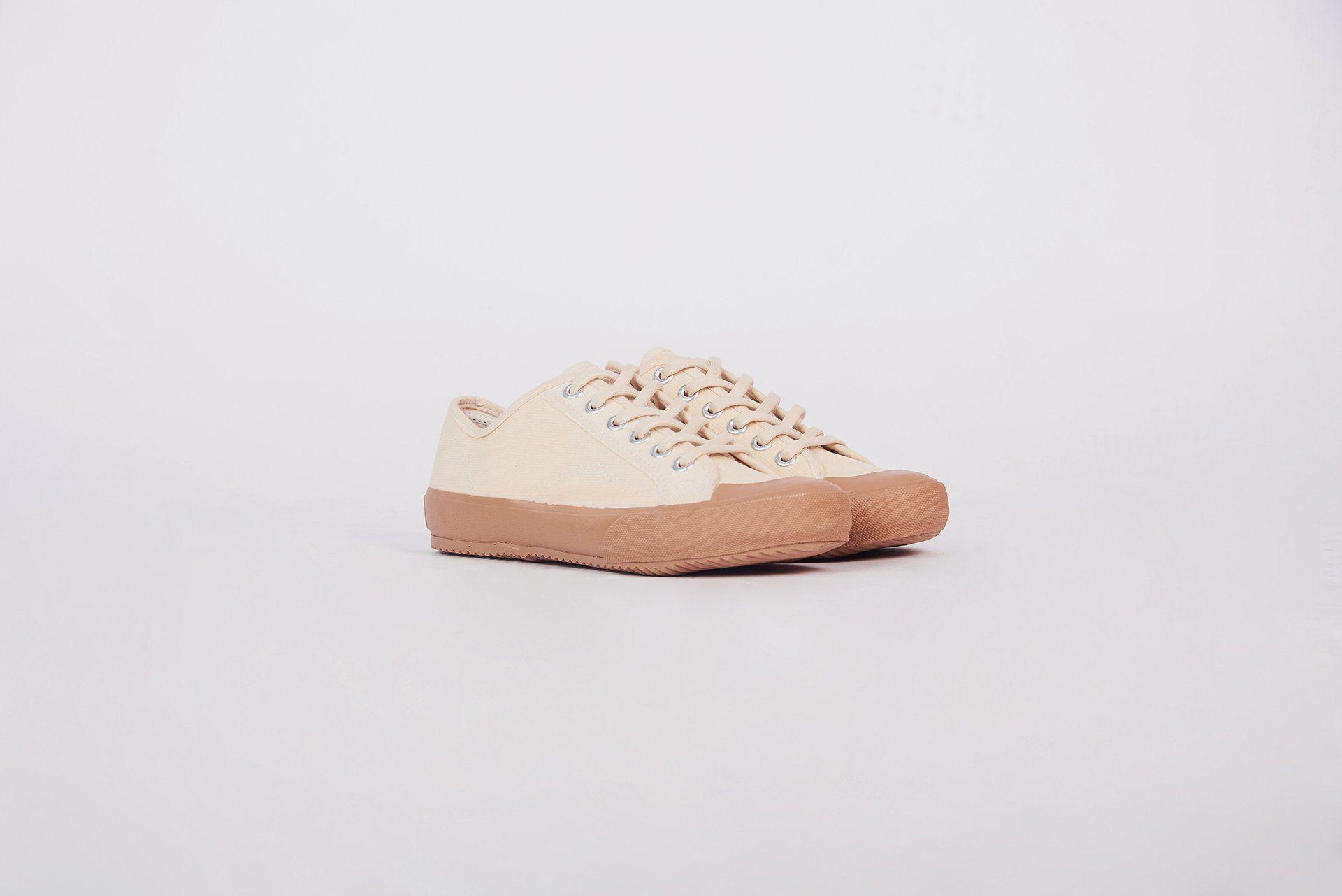 #PopbelaOOTD: Rekomendasi Sneakers Manis untuk Si Feminin