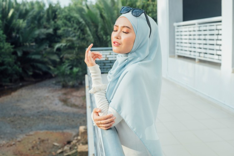 5 Formula Ini Wajib Ada di Sampo Cewek Berhijab
