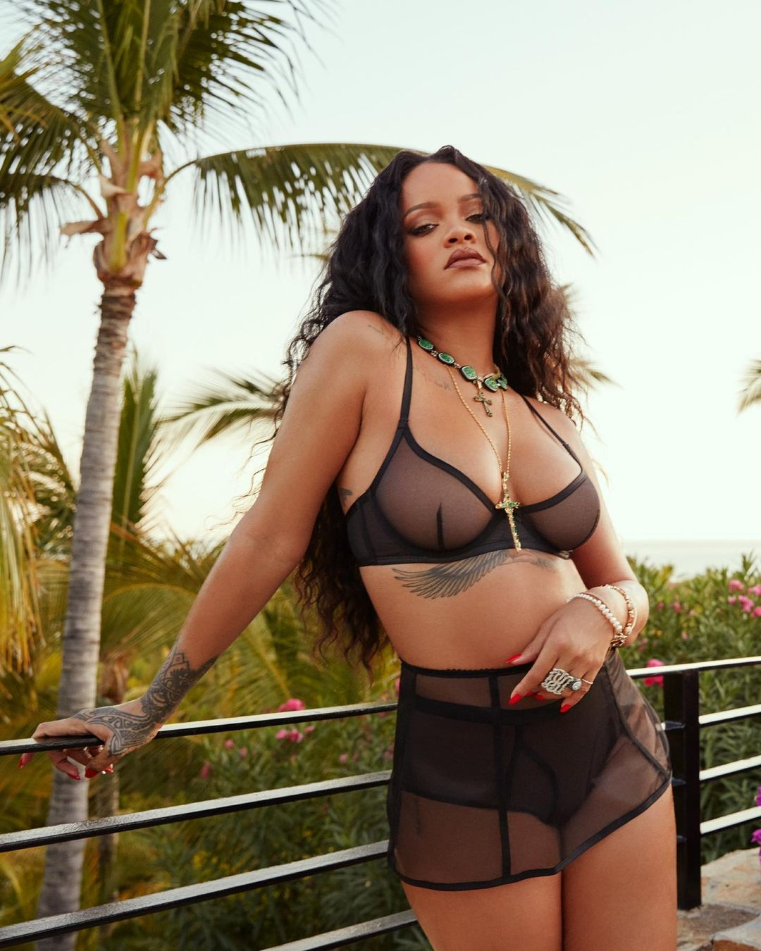 Deretan Gaya Seksi Rihanna Pakai Lingerie, Menghebohkan Media Sosial
