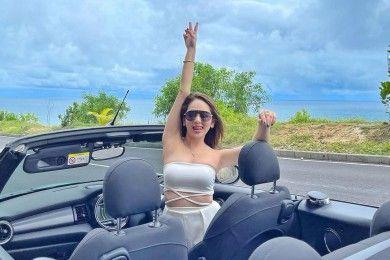 Potret Seksi Hana Hanifah saat Liburan Mewah Bali