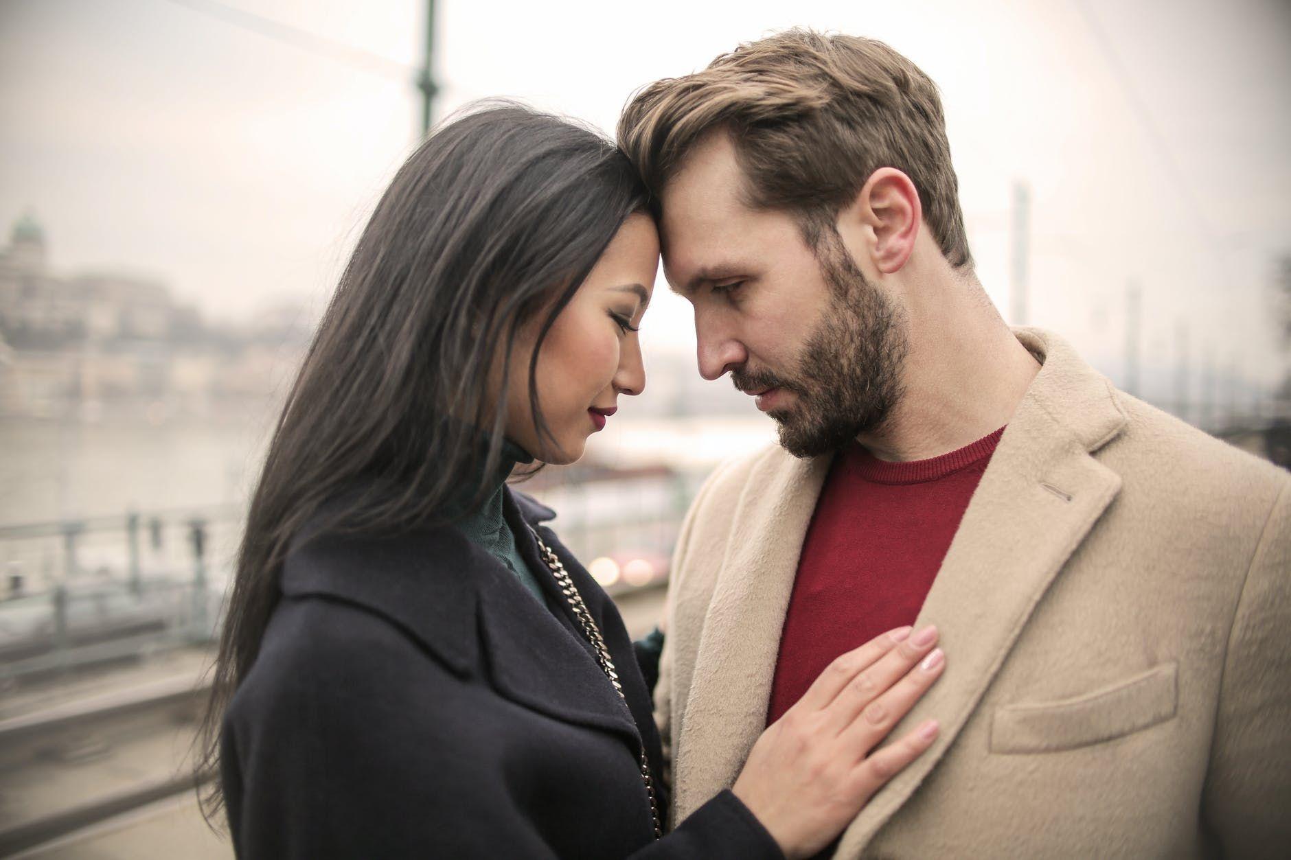 8 Tanda Ketika Seorang Lelaki Benar-benar Turn On Kepadamu