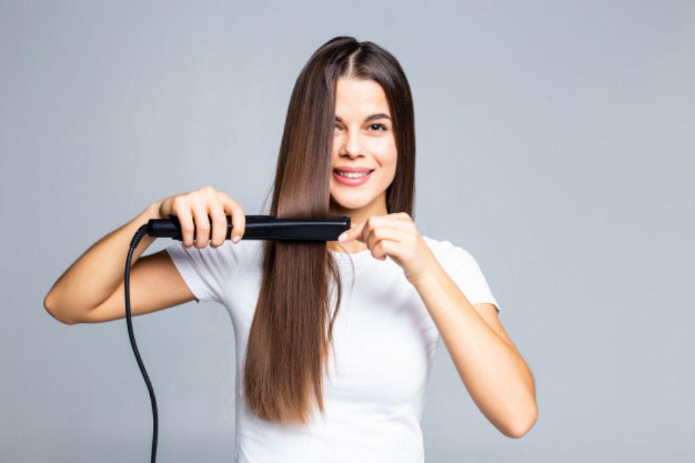 Simak 7 Penyebab Rambut Rontok yang Mungkin Kamu Alami