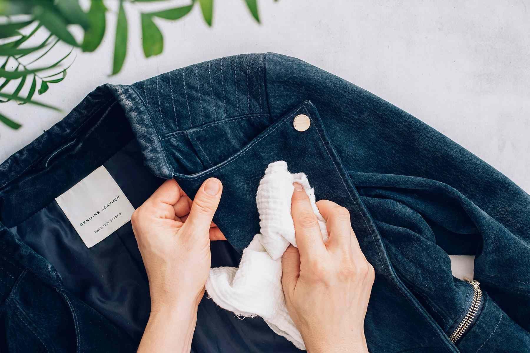 Cara Bersihkan Noda pada Jaket Suede Tanpa Dicuci