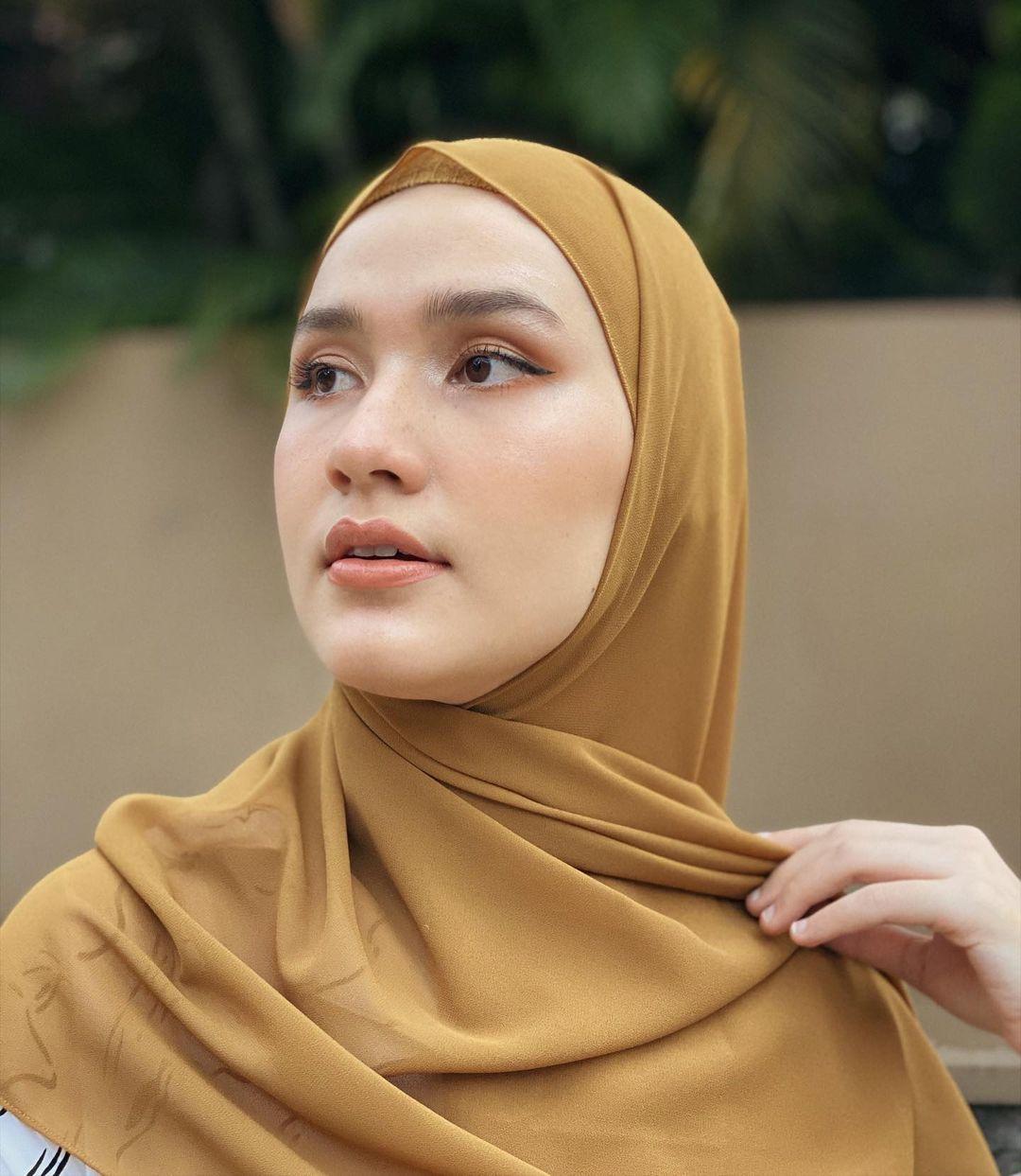 Warna Hijab yang Cocok untuk Kulit Kuning Langsat