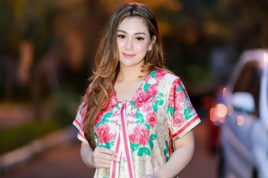 7 Potret Cantik Celine Evangelista Riasan Glowing Natural