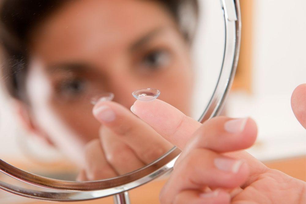 Aman untuk Mata, Ini 7 Cara Memilih Softlens yang Bagus