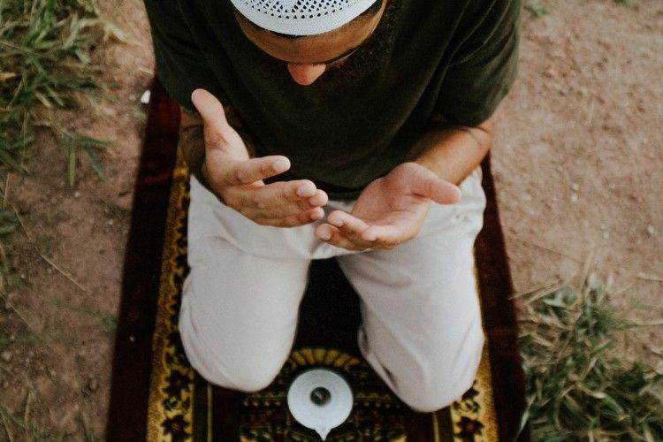 Baca Selepas Salat, Ini Doa Memohon Keselamatan, Rezeki dan Ampunan