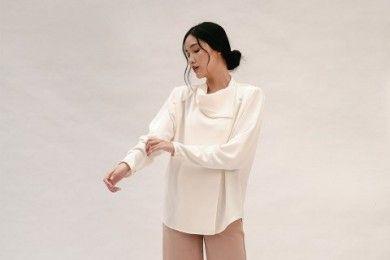 PopbelaOOTD Selain Sweater, Andalkan Baju Ini saat Musim Hujan
