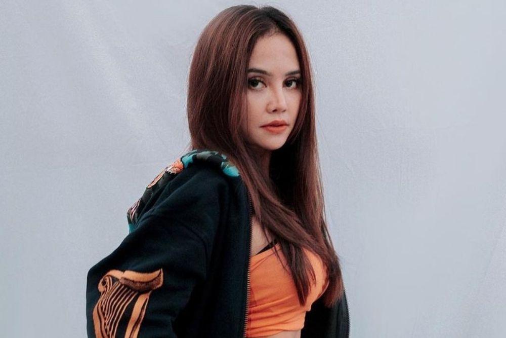 7 Pesona DJ Joana yang Seksi dan Viral