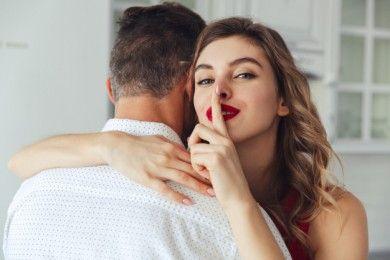 5 Hal Boleh Kamu Rahasiakan dari Pasangan