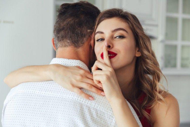 5 Hal yang Boleh Kamu Rahasiakan dari Pasangan