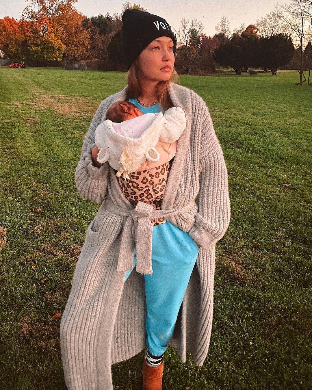 Hot Mama! Intip Gaya Keren Gigi Hadid Setelah Punya Anak
