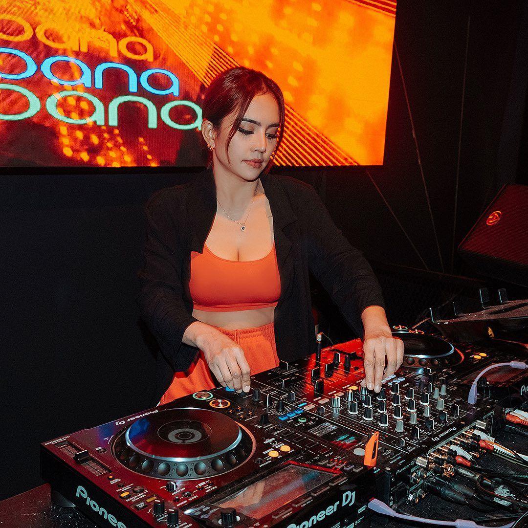 Intip Gaya Seksi DJ Joana yang Tengah Viral di Media Sosial