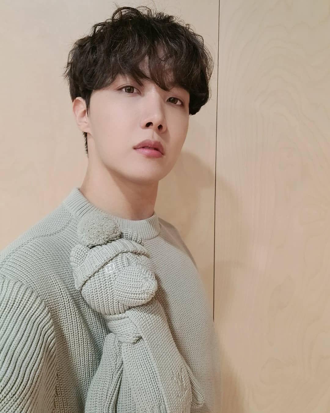 Terlihat Simpel Ternyata Harga Sweater Member BTS Capai Jutaan Rupiah!