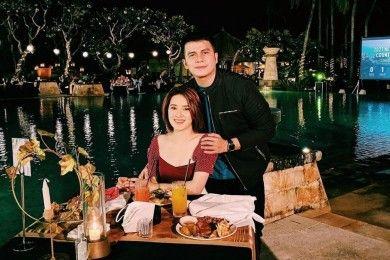 Bikin Baper 10 Momen Artis Saat Makan Malam Romantis Bareng Pasangan