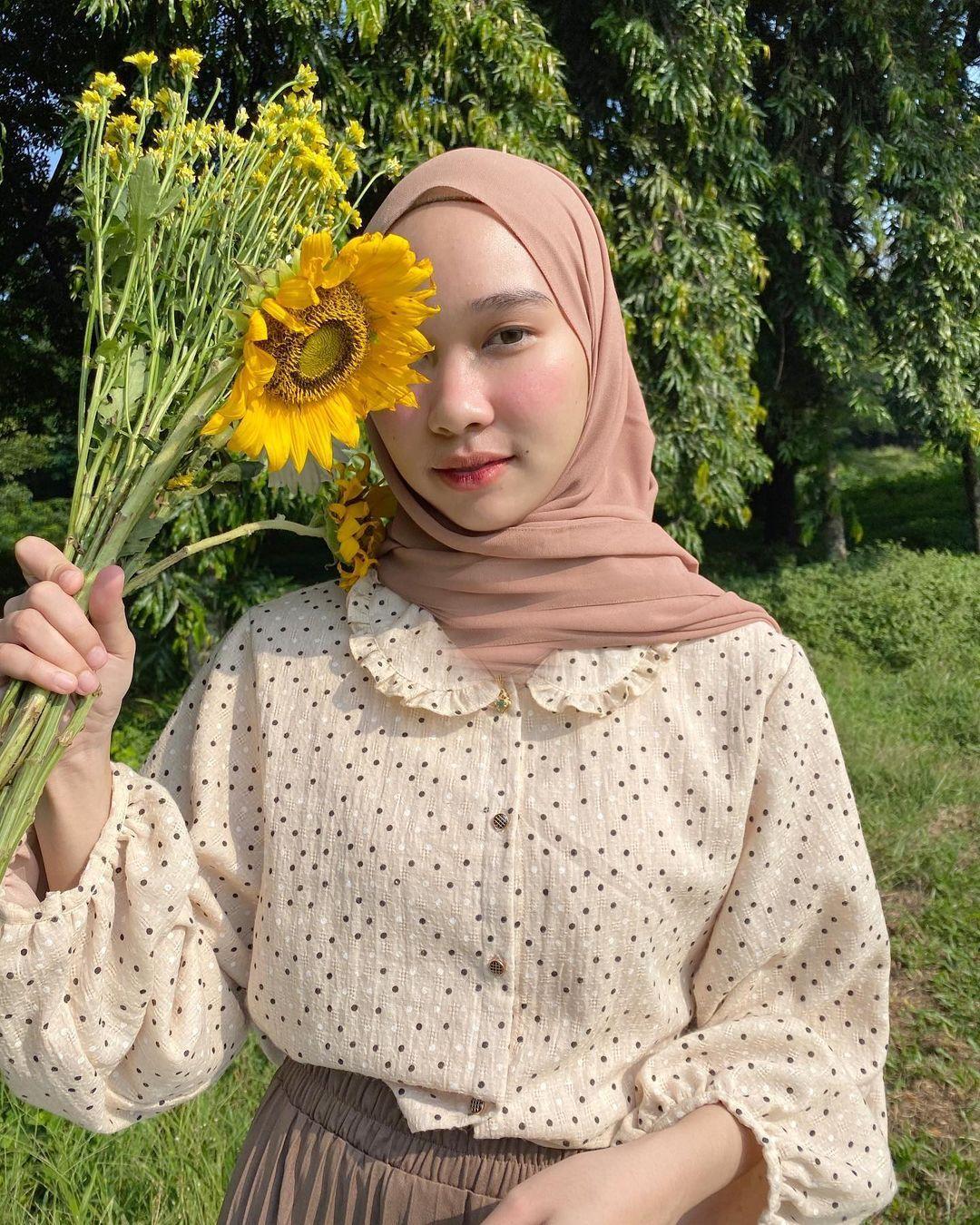 Tips Padu-padan Gaya Vintage untuk Perempuan Hijab