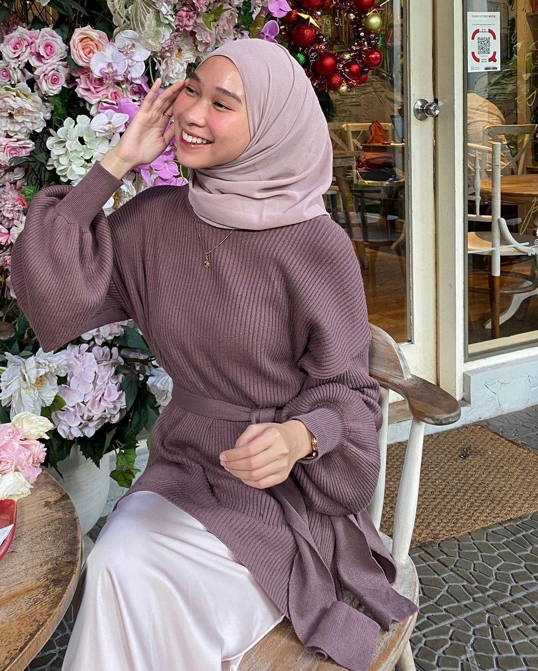 Deretan Warna Hijab yang Dapat Membuat Wajah Terlihat Lebih Cerah