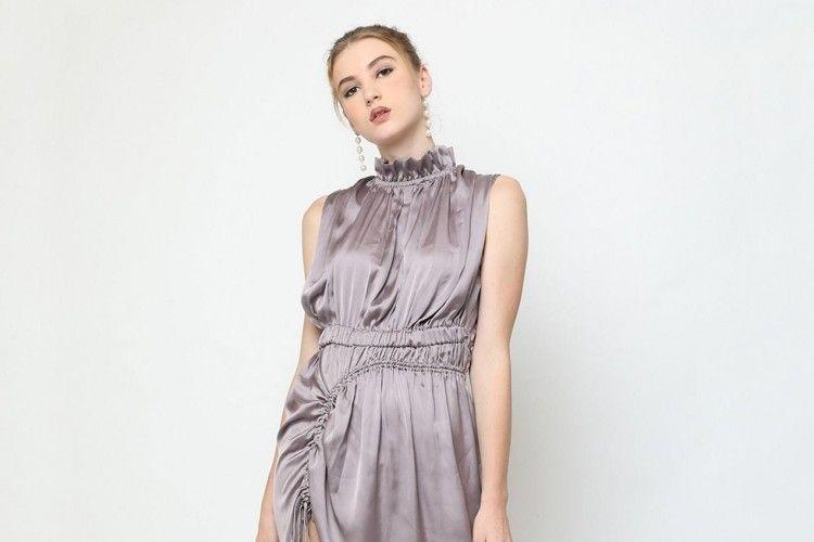 #PopbelaOOTD: Tampil Mewah dengan Dress Satin dari Brand Lokal