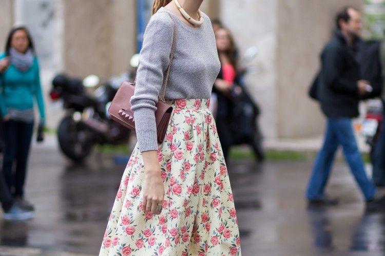 Lebih Feminin, Simak Inspirasi Pakai Floral Skirt