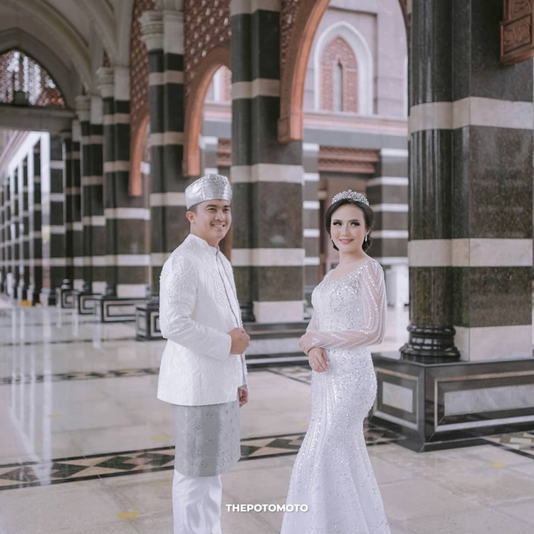 Diberi Mahar Rp313 juta, 10 Potret Pernikahan Selebgram Sarah Gibson