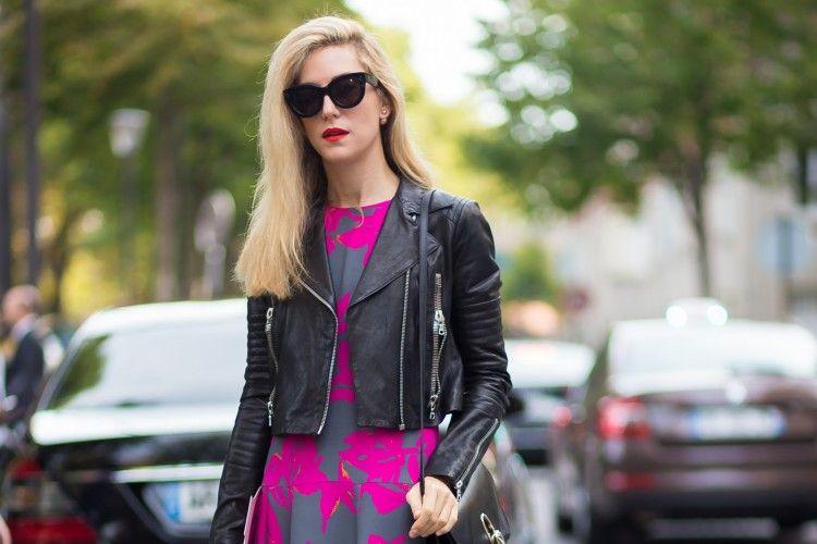 5 Padu-padan Pakai Leather Jacket dan Dress Andalan