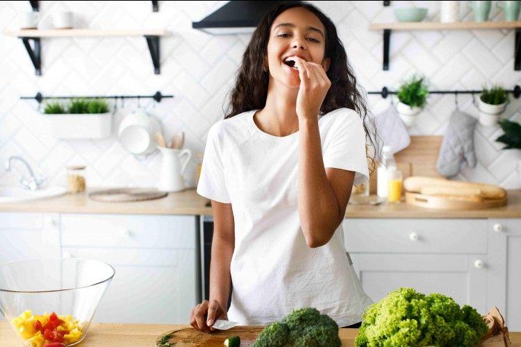 Bantu Atasi Stres, Ini 8 Makanan yang Bisa Kamu Konsumsi